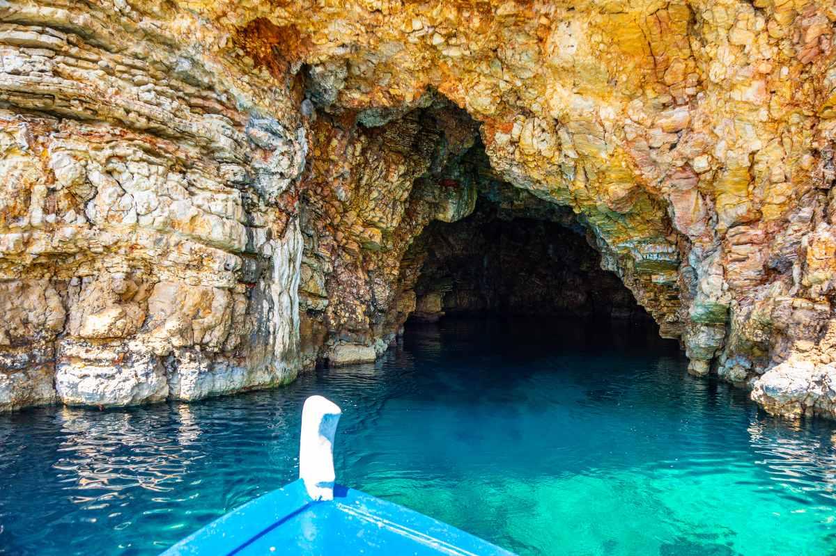 Αλόννησος Σπηλιές Βότση