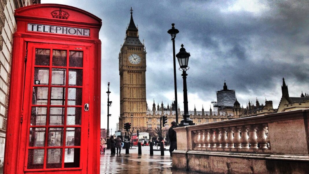 Βρετανία: Αμφιβολία για την επανεκκίνηση των ταξιδιών.