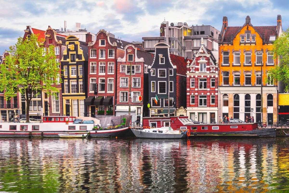 Το ιστορικό κέντρο των καναλιών στο Άμστερνταμ