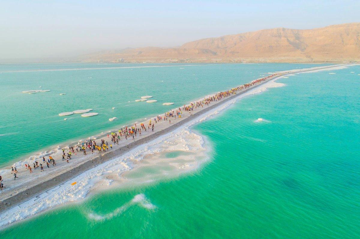 Νεκρά θάλασσα πρασινογάλαζα νερά