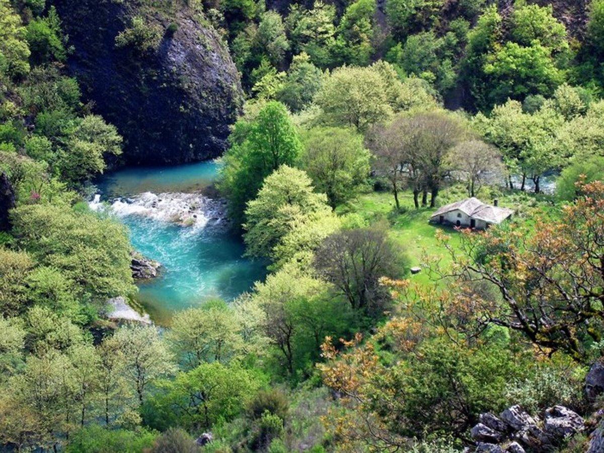 Ιωάννινα: Το πιο όμορφο ξωκλήσι της Ελλάδας είναι μέσα σε φαράγγι (βίντεο)