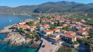 """Καρδαμύλη: Η """"πλανεύτρα"""" της Πελοποννήσου που θα επισκεφθούμε μετά το lockdown!"""