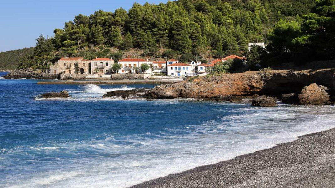 Κυπαρίσσι Λακωνίας, το χωριό που θυμίζει νησί