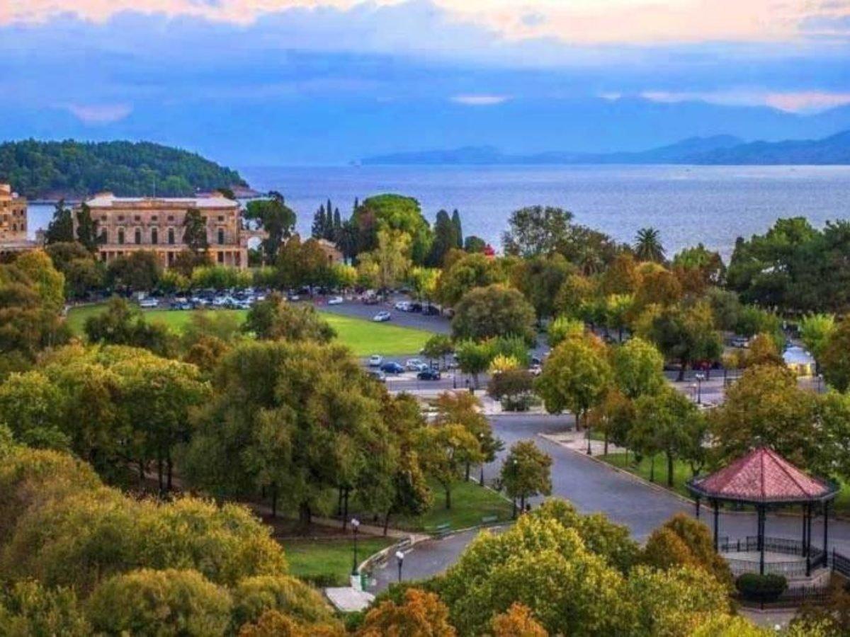 Κέρκυρα πλατεία Σπιανάδα η μεγαλύτερη στα Βαλκάνια