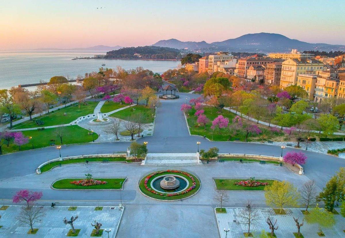 Μεγαλύτερη πλατεία στα Βαλκάνια Σπιανάδα