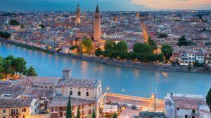 Βερόνα: Η πιο ρομαντική πόλη της Ιταλίας μάς αποδεικνύει γιατί θα την ερωτευτούμε με την πρώτη ματιά!