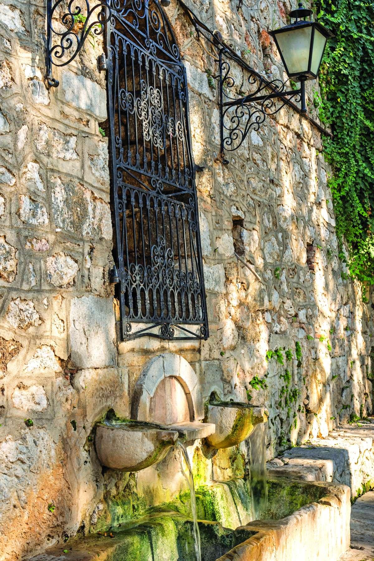 Χρισσό Φωκίδας πέτρινες βρύσες