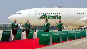 Αεροσυνοδοί της Alitalia διαμαρτυρήθηκαν για την απόλυση τους βγάζοντας τα ρούχα τους