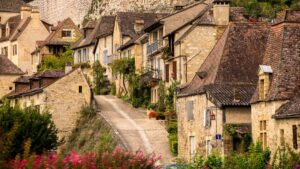 Beynac: Το μεσαιωνικό χωριό της Γαλλίας που μοιάζει να έχει σταματήσει στον χρόνο – Τόσο όμορφο σαν σκηνικό ταινίας!