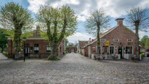 Το «αστέρι του Βορρά»: Γνωρίστε το μεσαιωνικό χωριό της Ολλανδίας με το ιστορικό φρούριο