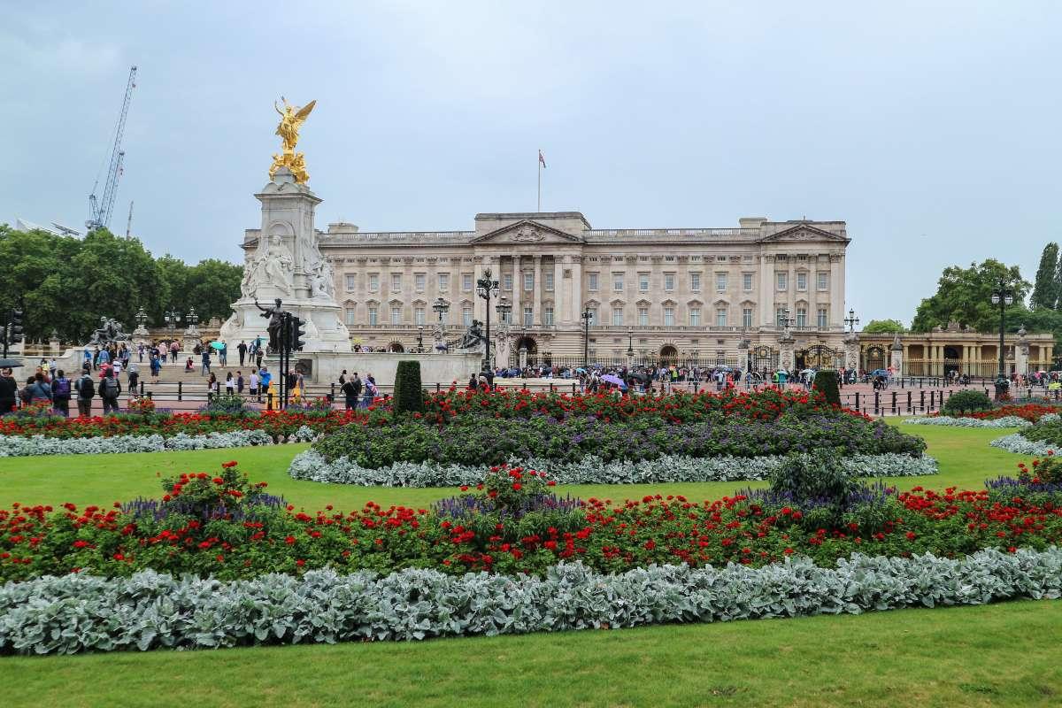 Ξεναγηθείτε στο Buckingham... χωρίς να φύγετε από το σπίτι!