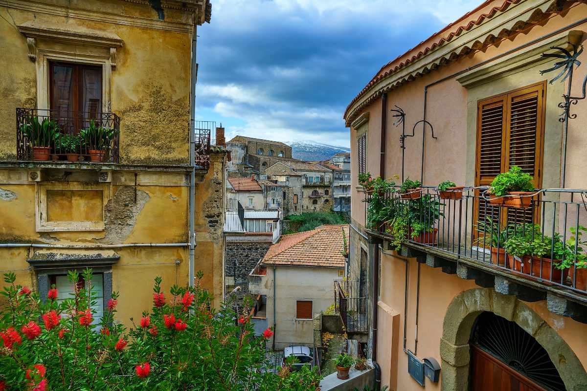 Καστιλιόνε ντι Σισίλια, βόλτα στο χωριό με τα χαρακτηριστικά κτήρια