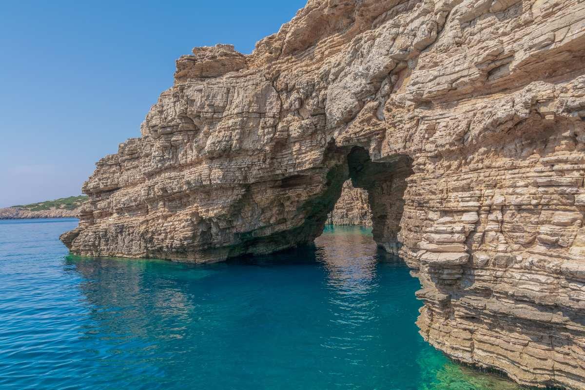 Λειψοί - βράχοι στη θάλασσα