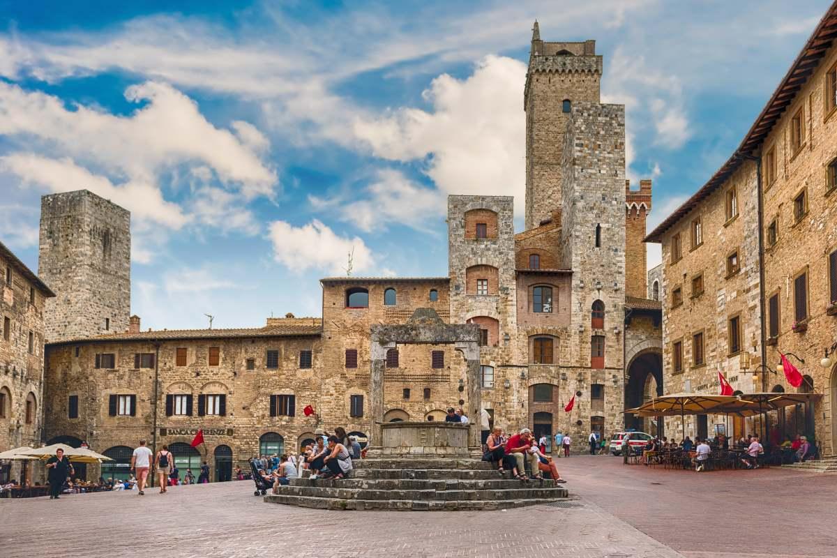 Piazza della Cisterna - San Gimignano, Τοσκάνη