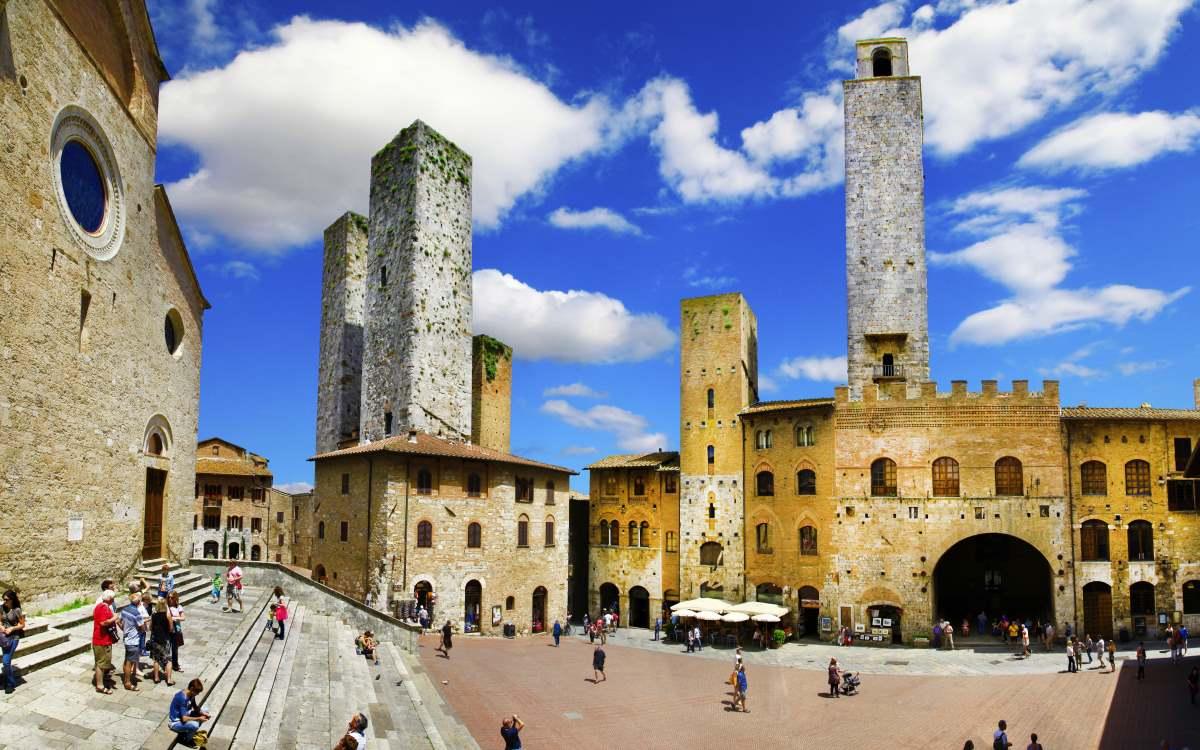 Piazza della Cisterna - San Gimignano