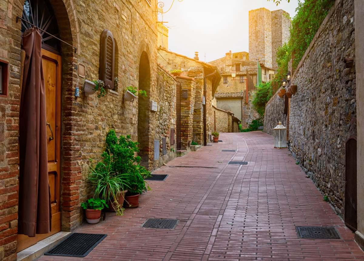 Σοκάκι στο San Gimignano