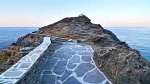 Γραφικό, πανέμορφο και οικονομικό:  Αυτό είναι το νησί του Αιγαίου που αποτελεί hot καλοκαιρινό προορισμό!