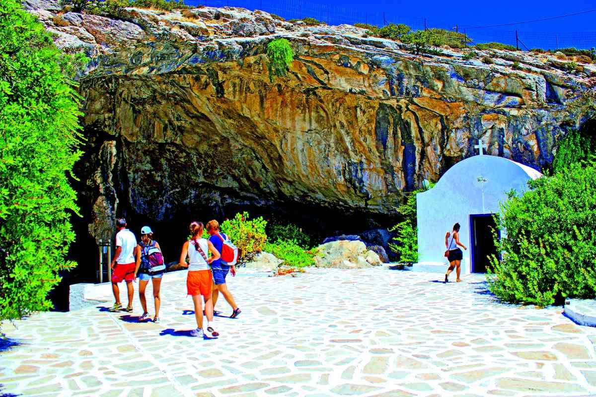 Αντίπαρος σπήλαιο - είσοδος