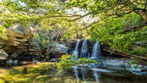 Άνδρος: Οι καταρράκτες της Πυθάρας και ο άγνωστος «νεραϊδότοπος»-Μαγευτικό σκηνικό στη φύση…