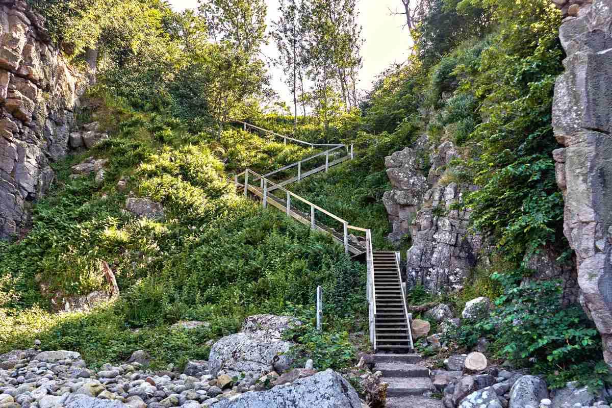 Bornholm Δανία - τα σκαλιά που οδηγούν στο μουσείο τέχνης