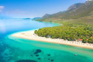 1+1 παραλίες στη Βόρεια Εύβοια – από τις πιο εντυπωσιακές που έχετε δει!