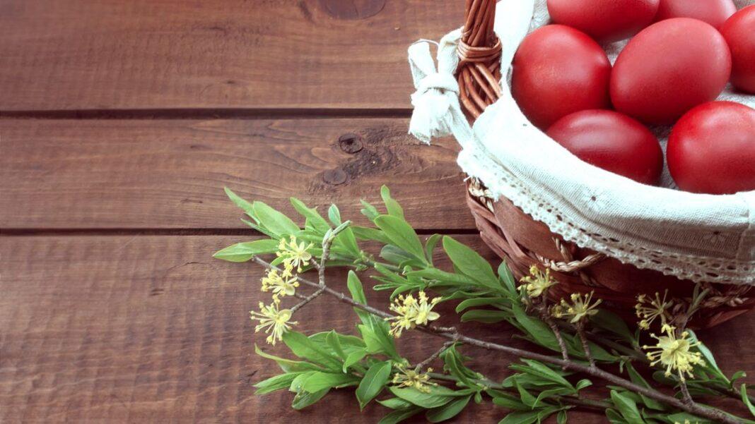 Γιατί βάφουμε κόκκινα αυγά την Μεγάλη Πέμπτη;
