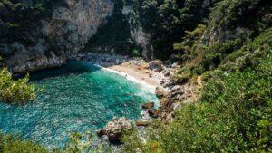 Φακίστρα: Η «κρυφή» ονειρεμένη  παραλία του Ανατολικού Πηλίου – Μια ανάσα από τη Τσαγκαράδα