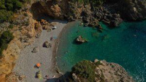 1+1 εκπληκτικής ομορφιάς παραλίες στη Μεσσηνία – Η μια άγνωστη στους περισσότερους και η άλλη… διάσημη!