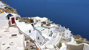 Σαντορίνη: 5 κομψά ξενοδοχεία με βαθμολογία πάνω από 9 και τιμές από €55 για διακοπές τον Ιούλιο! Από τον Τάσο Δούση