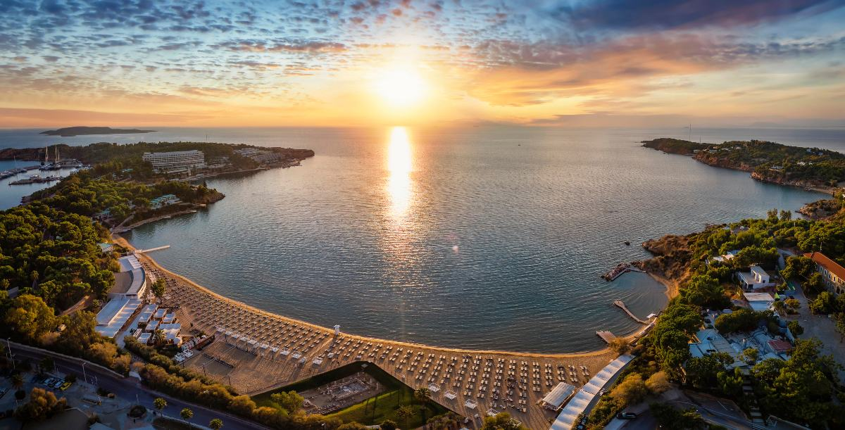Γαλάζιες Σημαίες 2021: Δείτε τις βραβευμένες παραλίες της Αττικής