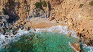 Ανακαλύπτουμε 5 παραλίες της Ανατολικής Αττικής που θυμίζουν… νησί!