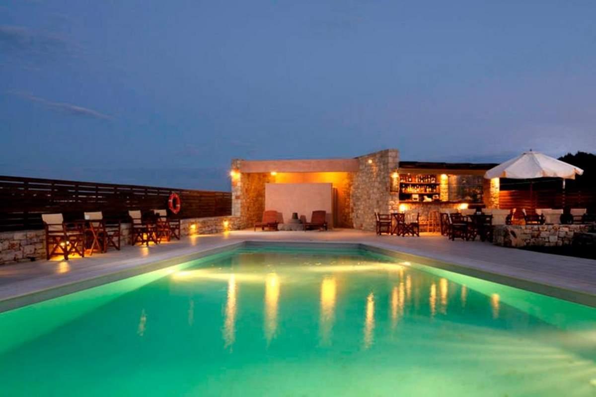 Ξενοδοχείο Πετράδι πισίνα