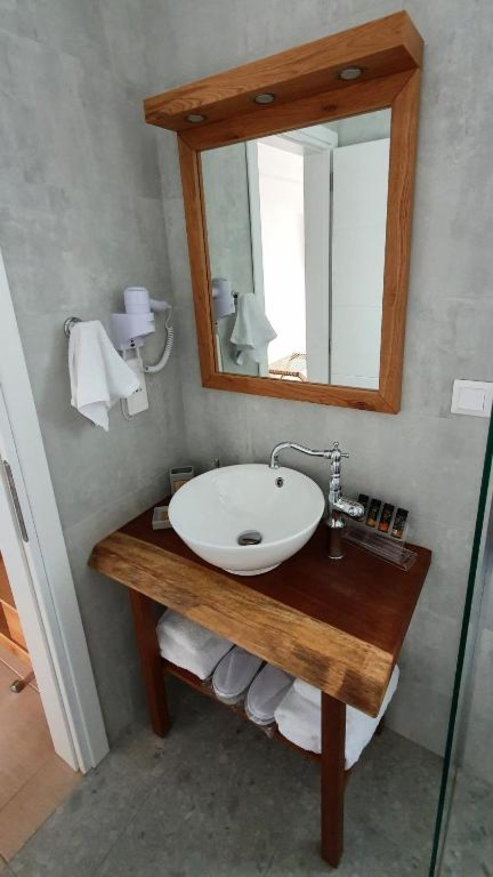 Sarakiniko Rooms - μπάνιο