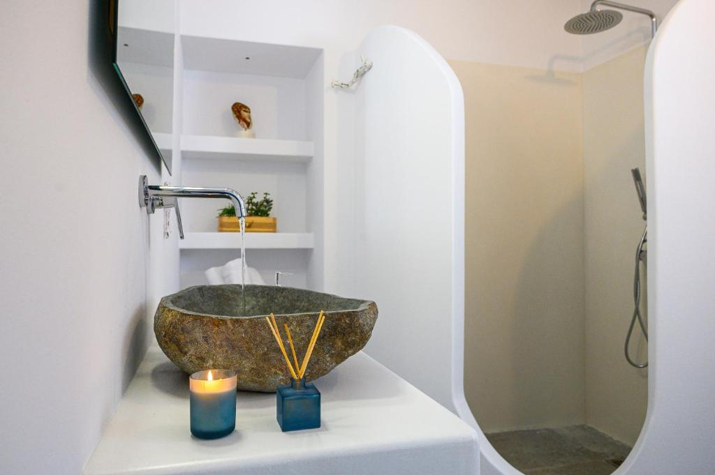 Μilinon Suites Μήλος- μπάνιο