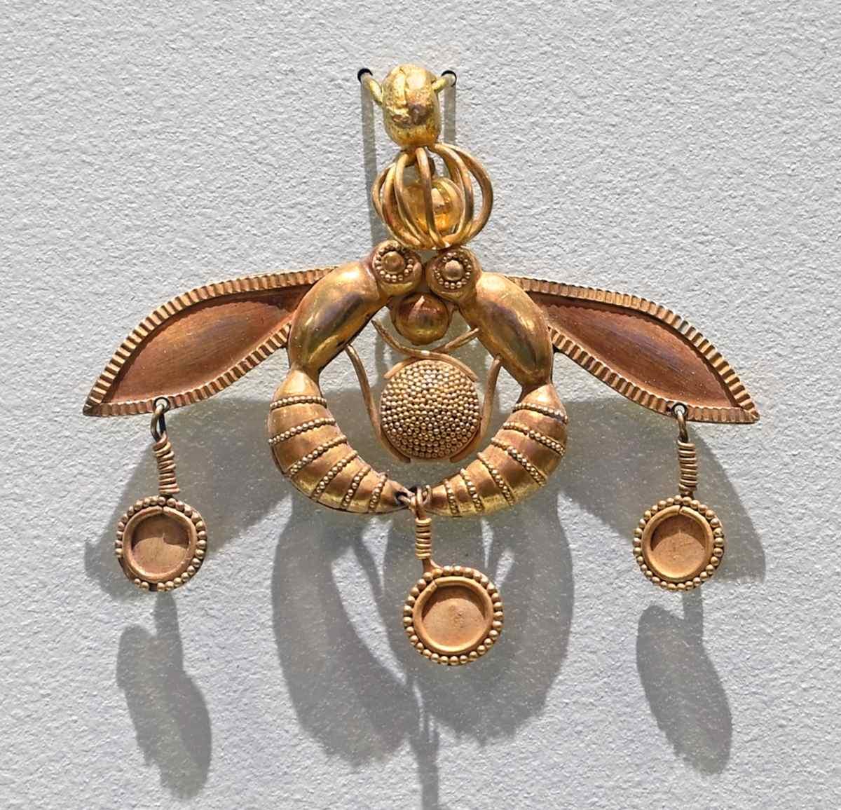 χρυσό κόσμημα με τη Διπλή Μέλισσα - Μάλια Κρήτη
