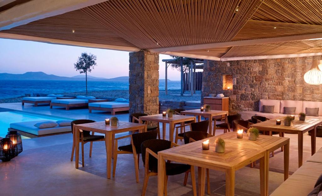 Bill & Coo Coast Suites -restaurant