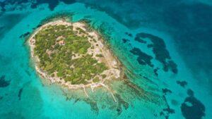 5 μικρά άγνωστα νησάκια της Ελλάδας με νερά κρύσταλλο που θα θέλεις να βουτήξεις τώρα!