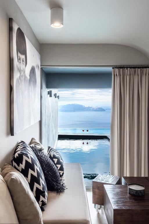 West East Suites Σαντορίνη - σουίτα με πισίνα