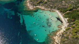 Aυτό είναι το ελληνικό νησί που έχει παραλίες όνειρο και ζεστά νερά όλο το χρόνο!