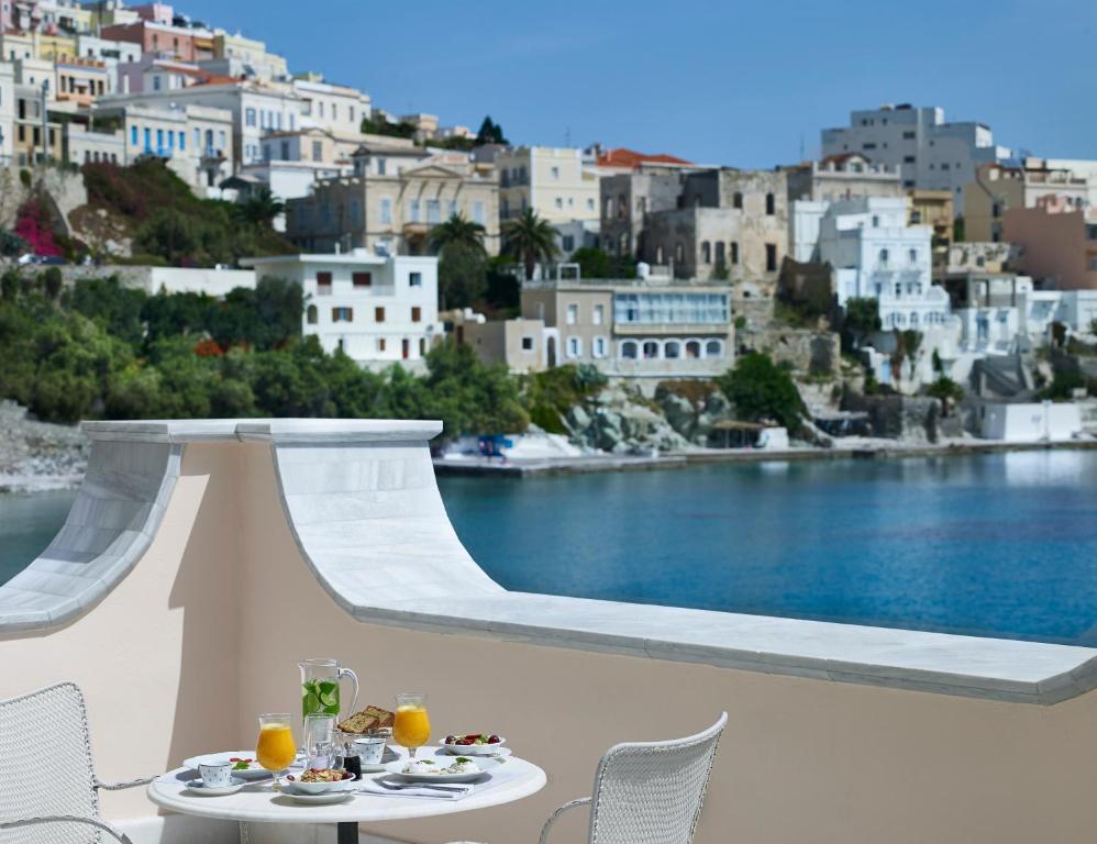 Hotel Ploes Σύρος πρωινό με θέα