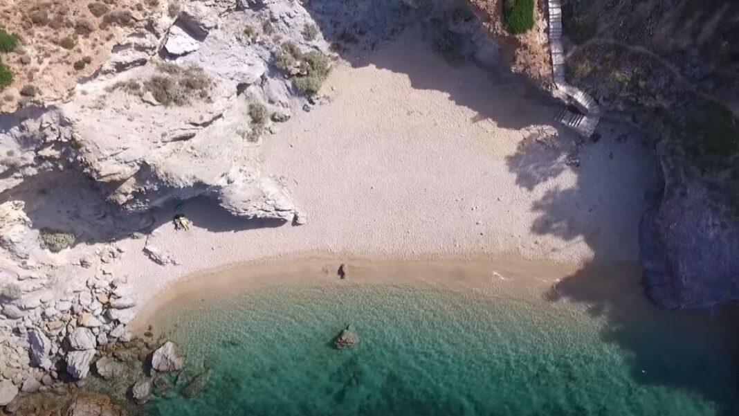 κοντινές και ερημικές παραλίες