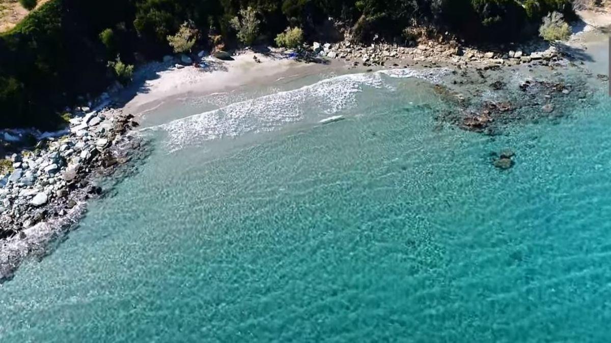 2+1 «κρυμμένες» παραλίες στην Εύβοια για μικρές καλοκαιρινές αποδράσεις!