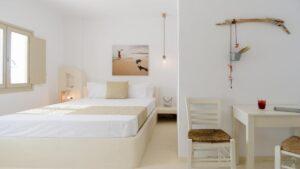 Αμοργός: 5 πανέμορφα ξενοδοχεία κυκλαδίτικης αισθητικής με βαθμολογία πάνω από 9 και τιμές μέχρι €57 – Από τον Τάσο Δούση
