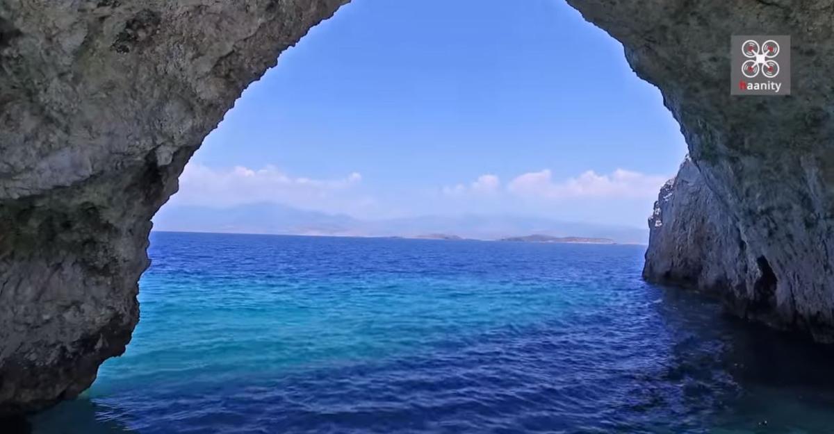 Παραλία - σπηλιά Φώκια