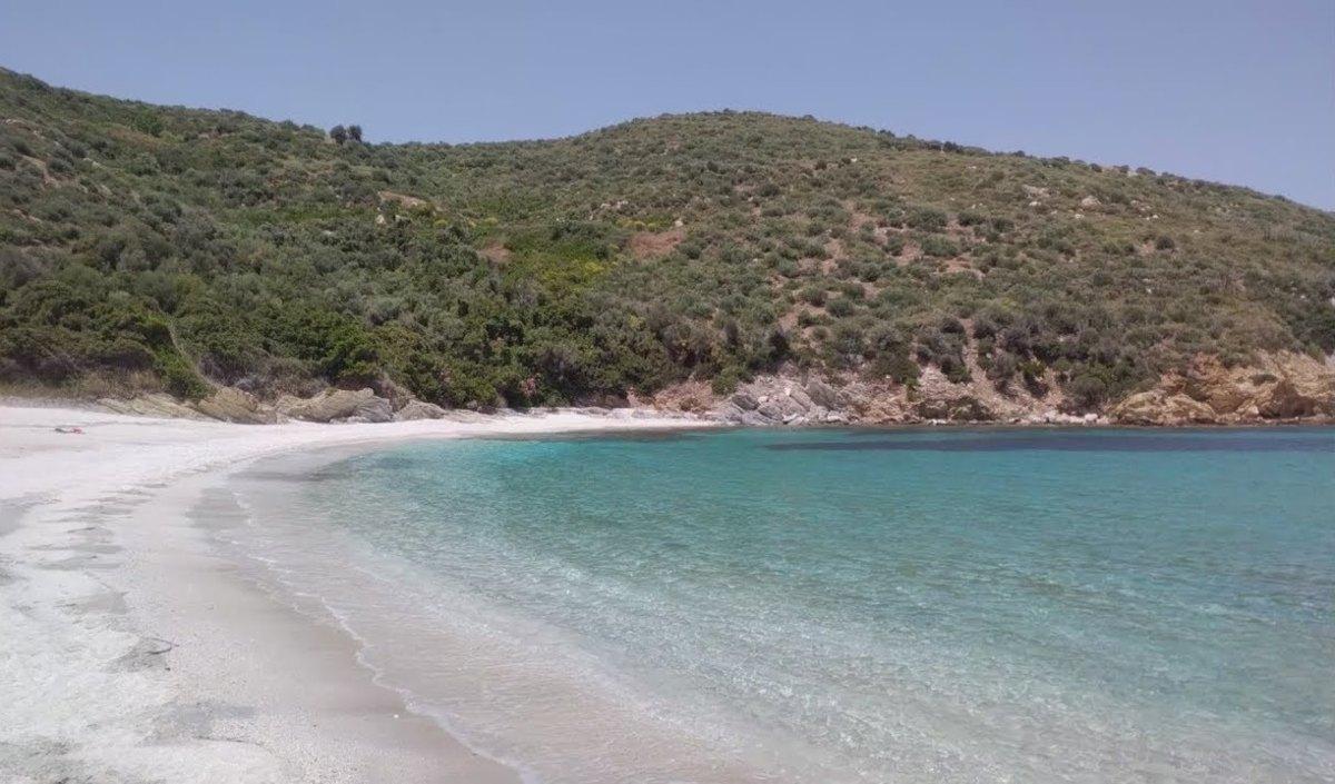 Μάγειρας: Ένας μικρός πράσινος παράδεισος στην Εύβοια με σμαραγδένια νερά!
