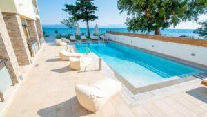 Πρέβεζα: Το εκπληκτικό value for money ξενοδοχείο μπροστά στην παραλία, με υπέροχη θέα και άριστη βαθμολογία – Από τον Τάσο Δούση