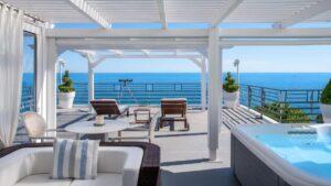 Δείτε ένα εκπληκτικό ξενοδοχείο  μπροστά στην παραλία σε ένα καταπράσινο περιβάλλον με βαθμολογία 9,4 στο όμορφο παραθαλάσσιο Στόμιο – Από τον Τάσο Δούση