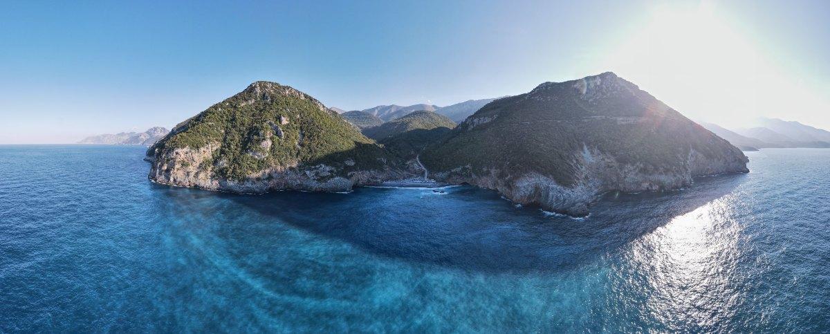 Πετάλη Εύβοιας: Η αιγαιοπελαγίτη παραλία με τα πρασινογάλανα νερά και σε εκπληκτική τοποθεσία!