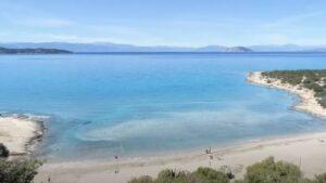 Λεπίτσα: Άρωμα …Καραϊβικής στην Αργολίδα – Η παραλία με τα καταγάλανα νερά και τη λευκή άμμο!