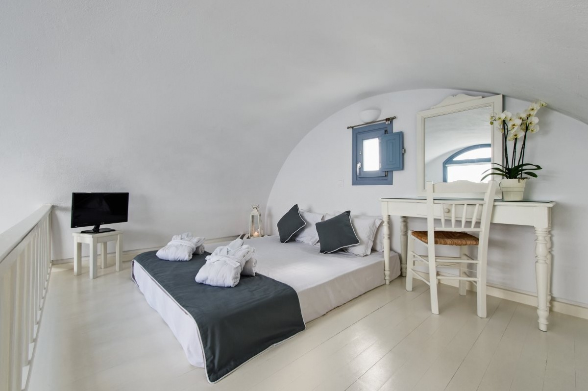 Executive traditional suite με θέα στη θάλασσα, την καλντέρα & το ηφαίστειο